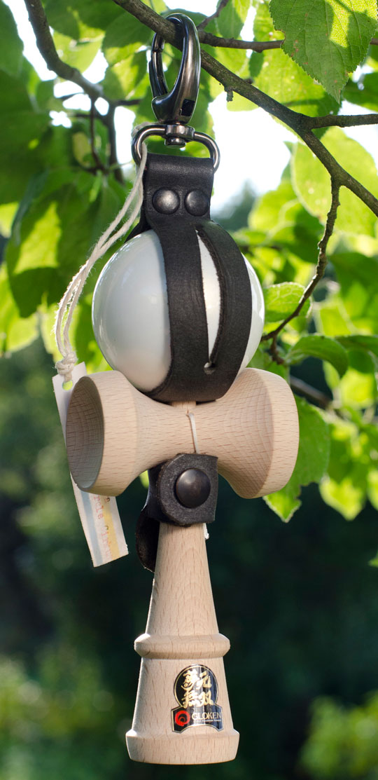 Kendama holder by Botovna black
