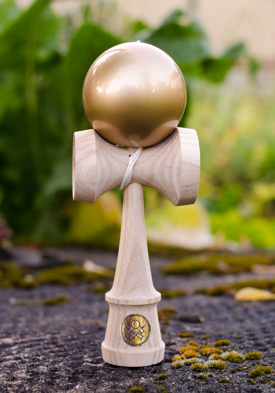 Sweets HOMEGROWN kendama ash with gold tama