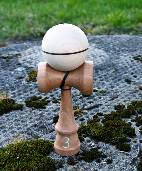 Trojka pear kendama
