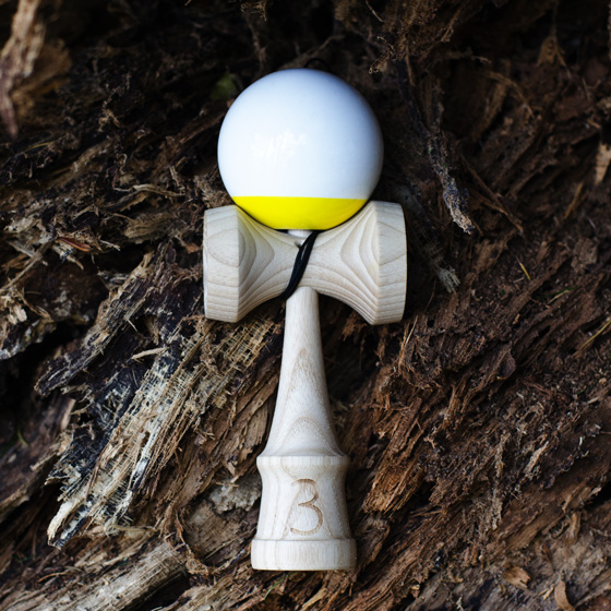 Trojka Ultimate 4.3 kendama yellow