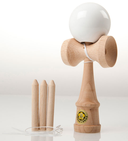 White Yumu 2.1 kendama